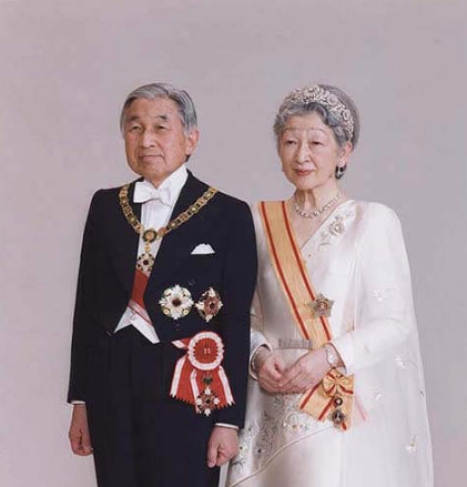 天皇陛下をサポートする皇后様【天皇陛下在位30年記念式典】