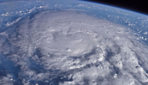 【台風の東側・西側】雨や風の影響が強いのはどっち?