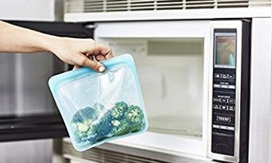マチが付いて立つ保存容器「スタッシャー シリコーンバッグ」